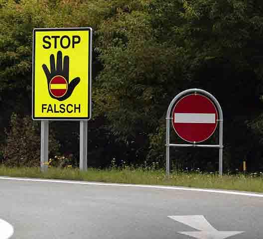 Falschfahrer-Schilder